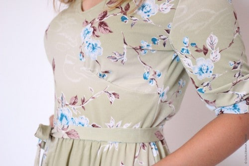 guillermina-ferrer-vestido-flores-verdoso-corte-pecho-2