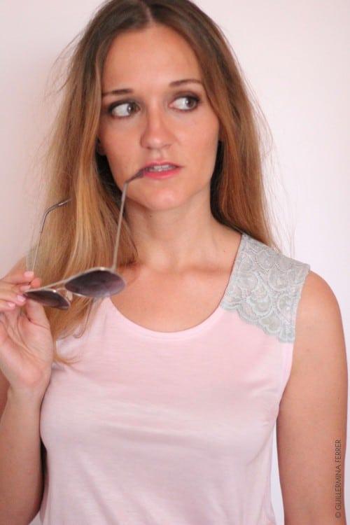 guillermina-ferrer-blog-camiseta-rosa-punto-seda-entredos-hombro-2