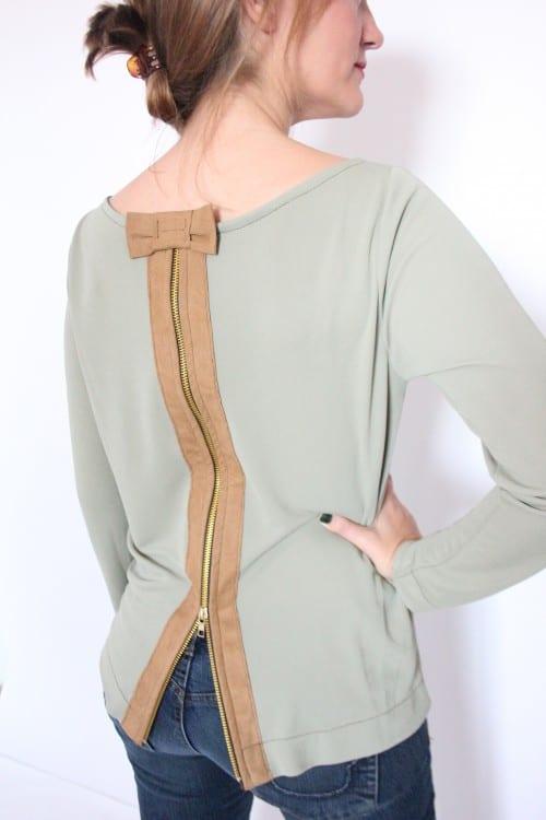 guillermina-ferrer-blog- colección 3- camiseta-verde-cremallera-espalda-cuero-marron-2