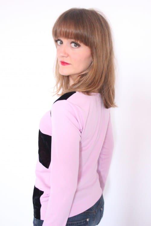 guillermina-ferrer-camiseta-rosa-chicle-terciopelo-burdeos-2