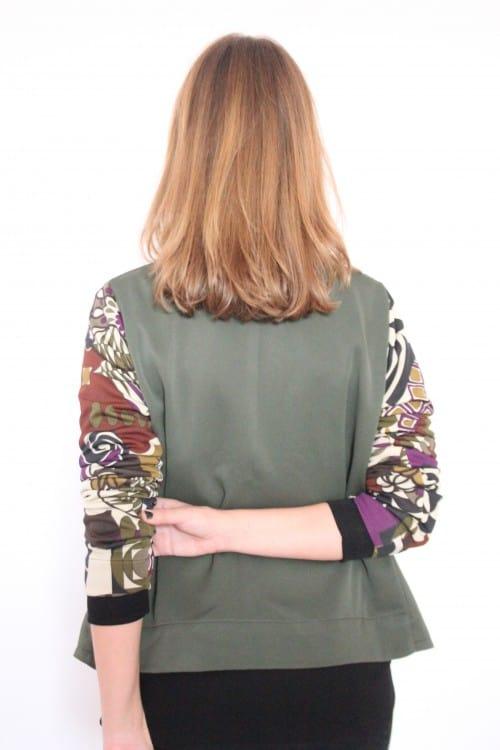 guillermina-ferrer-chaqueta-verde-doble-faz-flores-2